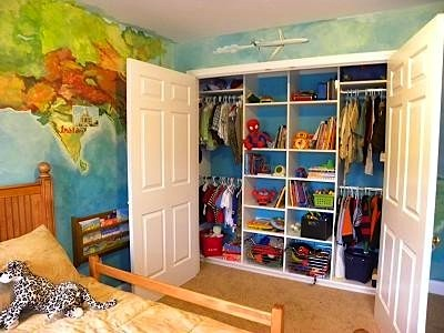 Trendy kids 39 closet walls for Kids room closet ideas