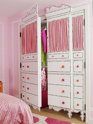 Kids room design for closet doors painted like dresser with curtains