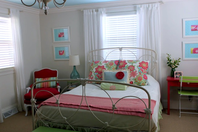 tween room window ideas with looped top curtains