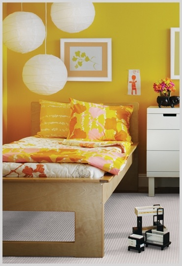 kids room ideas for eco-friendly design with platform bed and organic fabric