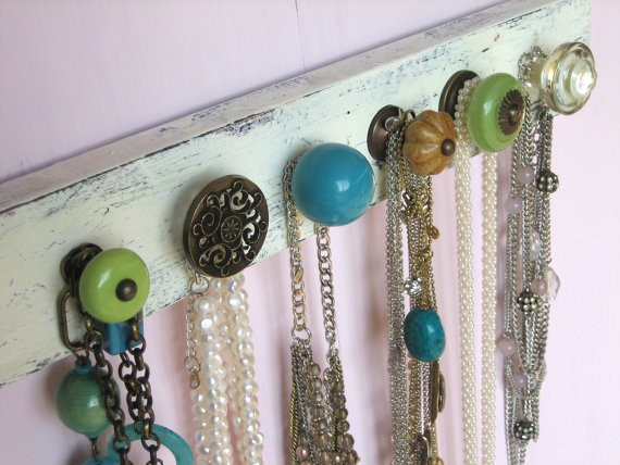 teenager room ideas for vintage jewelry storage using painted board with vintage door knobs