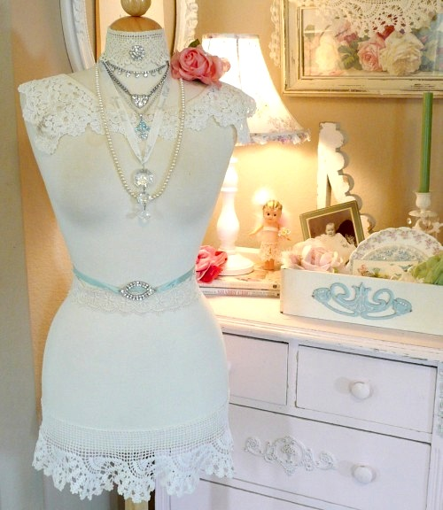 teenager room idea for vintage jewelry storage using dressmaker form
