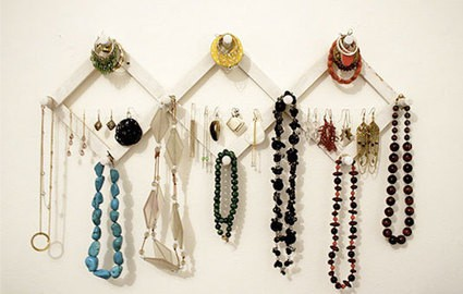 teen girl room idea for vintage jewelry storage on wood hat rack