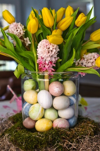 spring flowers in glass jar with easter eggs