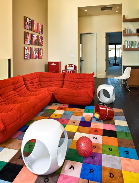 clear space for toddlers and kids to play in family room