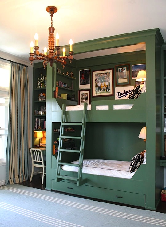 vintage baseball boys bedroom idea with bunkbeds
