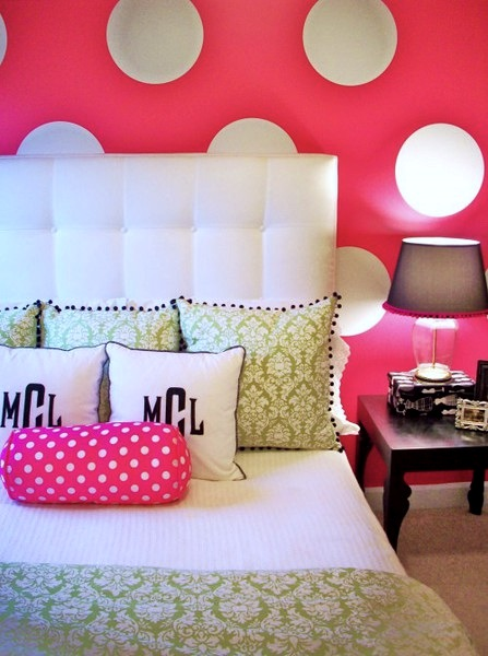 teen room idea with hot pink walls and painted polka dots