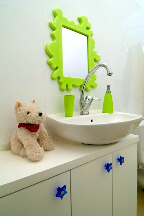 kids bathroom mirror in bright lime and splatter shape