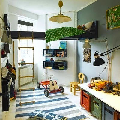 Teen room bed on stilts kidspace interiors for Boys bedroom ideas for small spaces