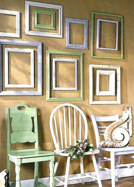 Ways to use vintage frames on kids 39 room walls kidspace for What to do with empty picture frames