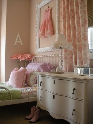 girls room ideas with vintage furniture for kids