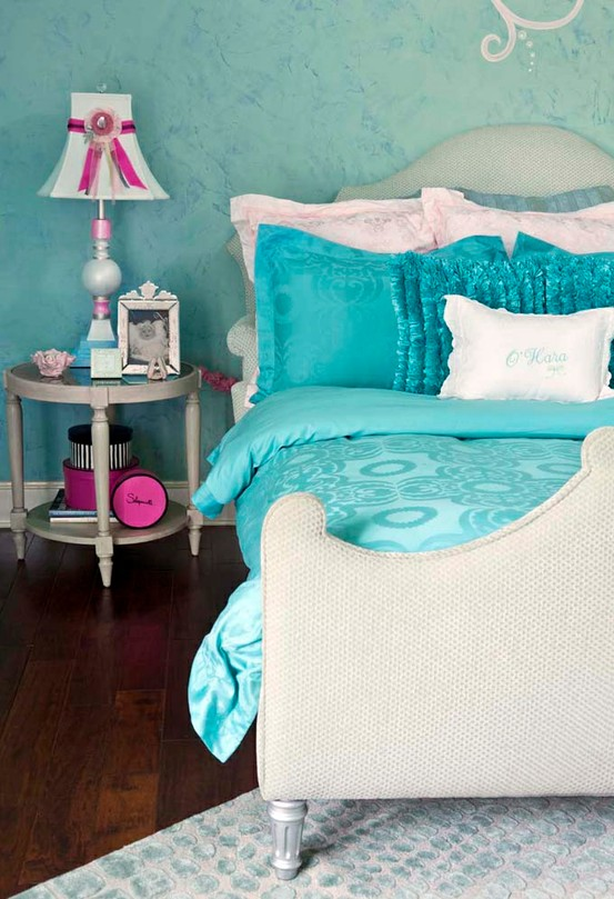 aqua bedding in tween girls bedroom