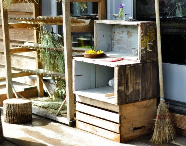 mud pie kitchen using recycled crates