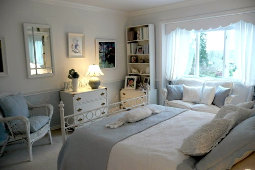 girls blue and white bedroom