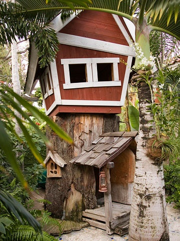 playhouse with treehouse trunk