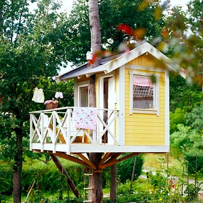 kids tree house in backyard