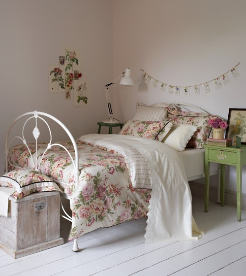 Florals using pattern in kids 39 rooms kidspace interiors for Floral bedroom decor