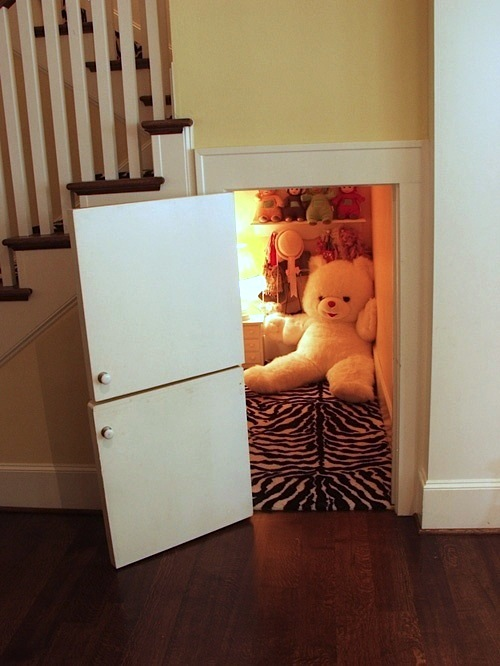 kids hideaway play house under the stairs