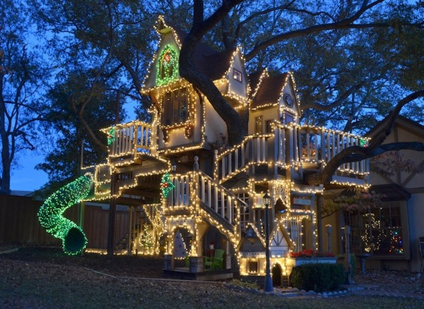 kids tree house with christmas lights