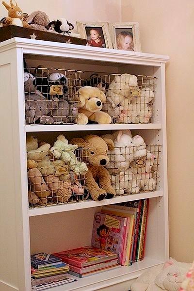 Stuffed animal display ideas kids 39 rooms kidspace for Baskets for kids room