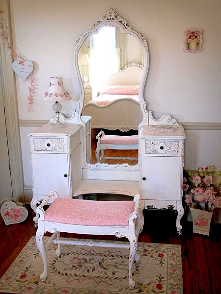Teen Girl S Room Vintage Vanities Dressing Table