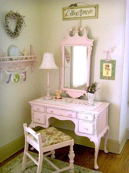 Teen Girl 39 S Room Vintage Vanities Dressing Table KidSpace Interiors