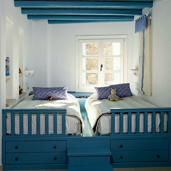 Kids Holiday Sleeping Options In Small Alcove Bedroom